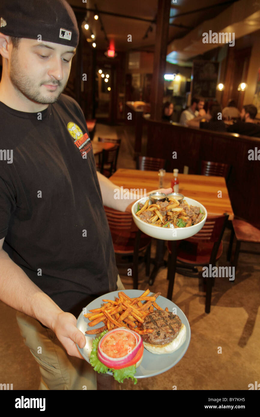 Tennessee Chattanooga Terminal Brew House restaurant pub business beer casual dining man waiter service industry - Stock Image