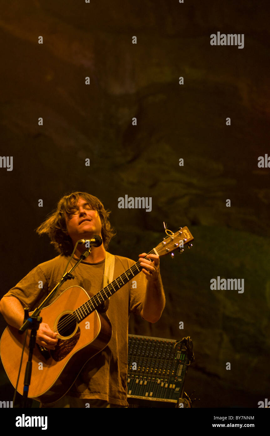 Keller Williams playing acoustic guitar live at Red Rocks Amphitheatre. - Stock Image