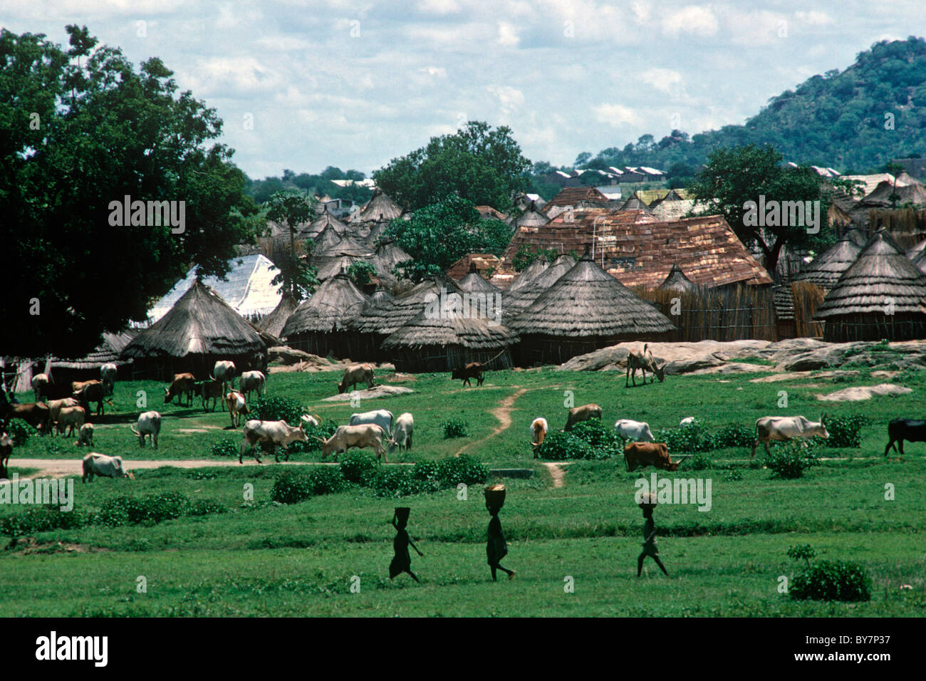 Typical housing around Juba, Southern Sudan. Life in this region has not changed much, development stymied by endless - Stock Image