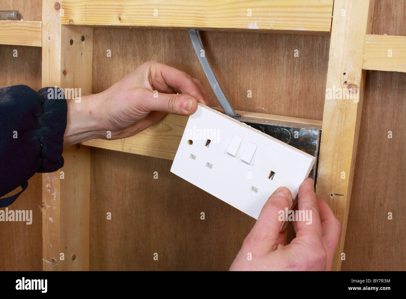 diy electrician installing mains wiring and electrical sockets in a rh alamy com diy electrical wiring diagrams diy electrical wiring diagrams