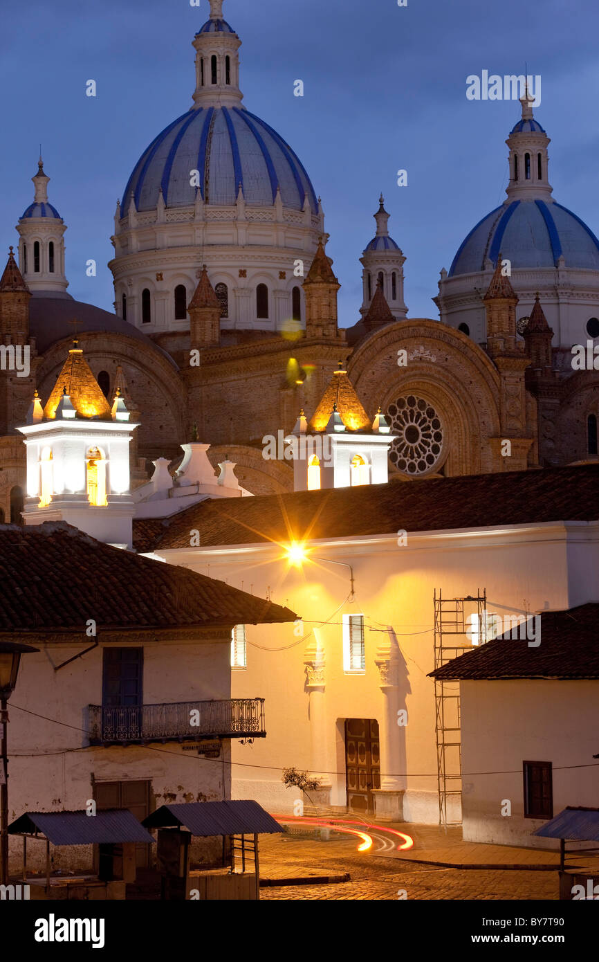 Cathedral of the Immaculate Conception, built in 1885, at dusk, Cuenca, Ecuador - Stock Image