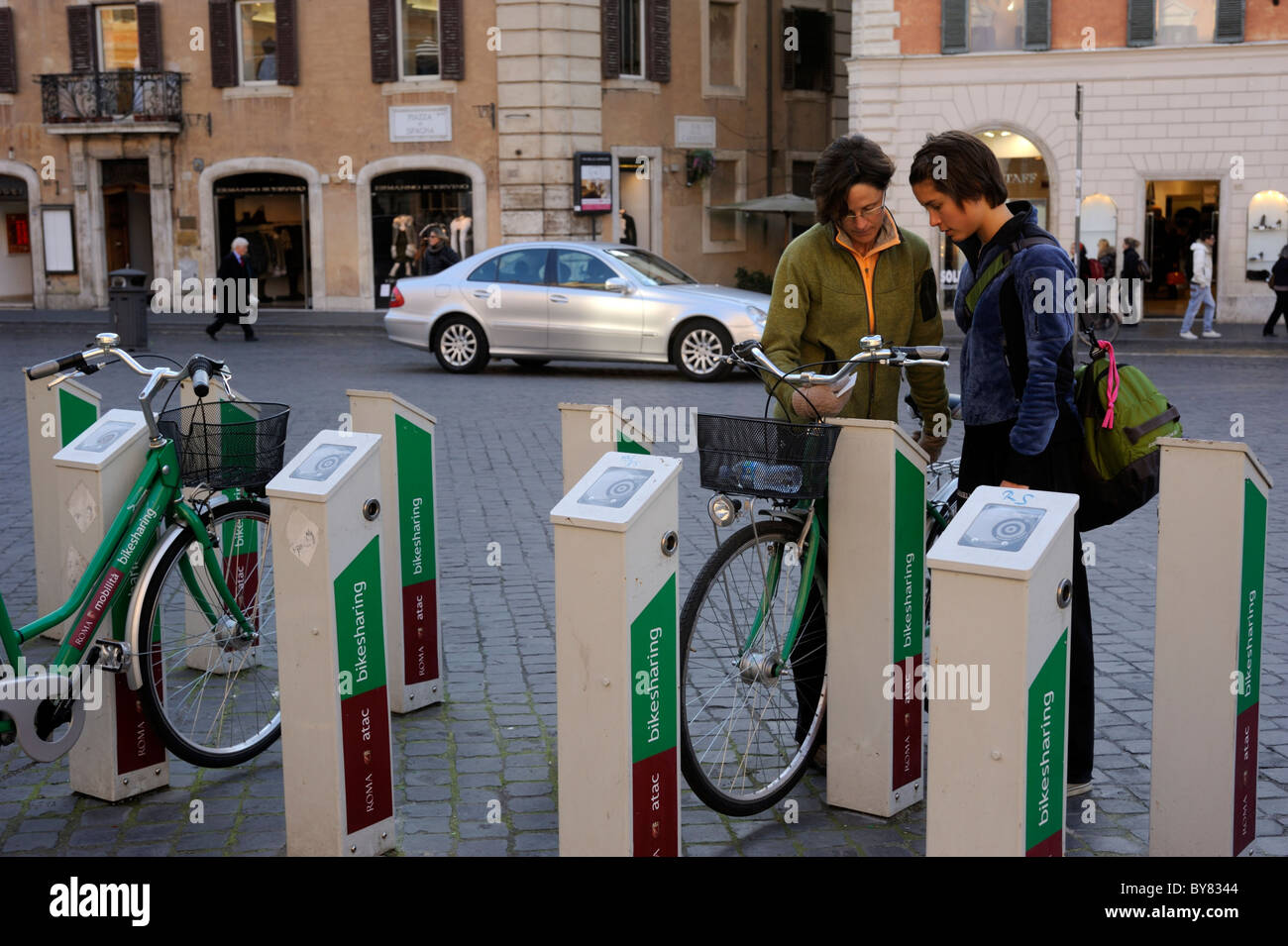 italy, rome, piazza di spagna, bike sharing - Stock Image
