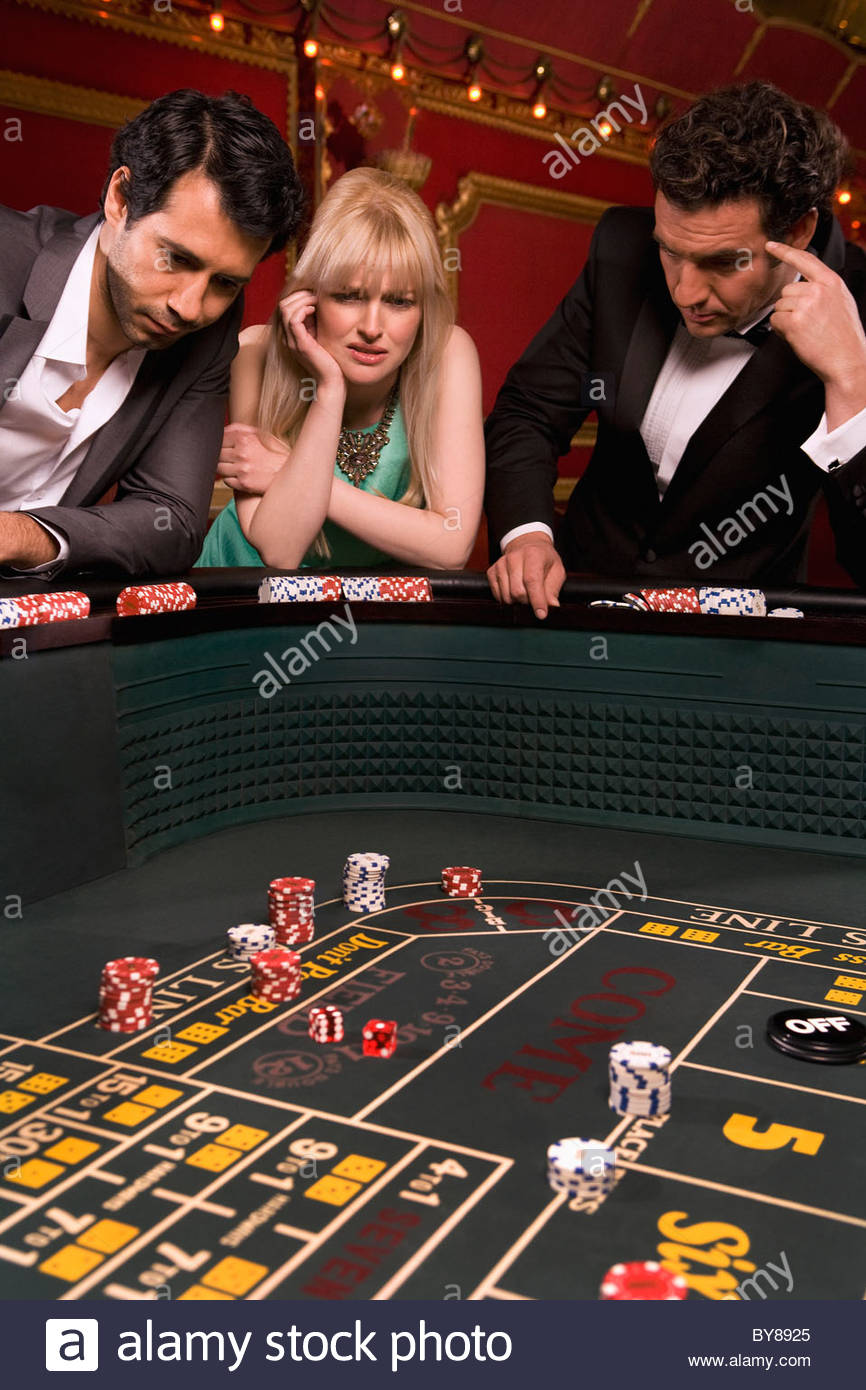 Frustrated friends at craps table - Stock Image