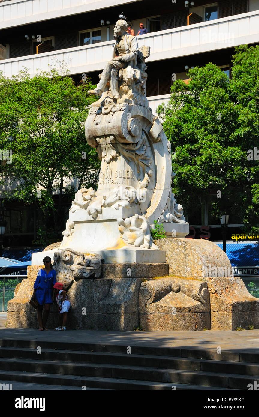 Monument to the memory of Frederic Soler, La Rambla, Barcelona, Spain. - Stock Image