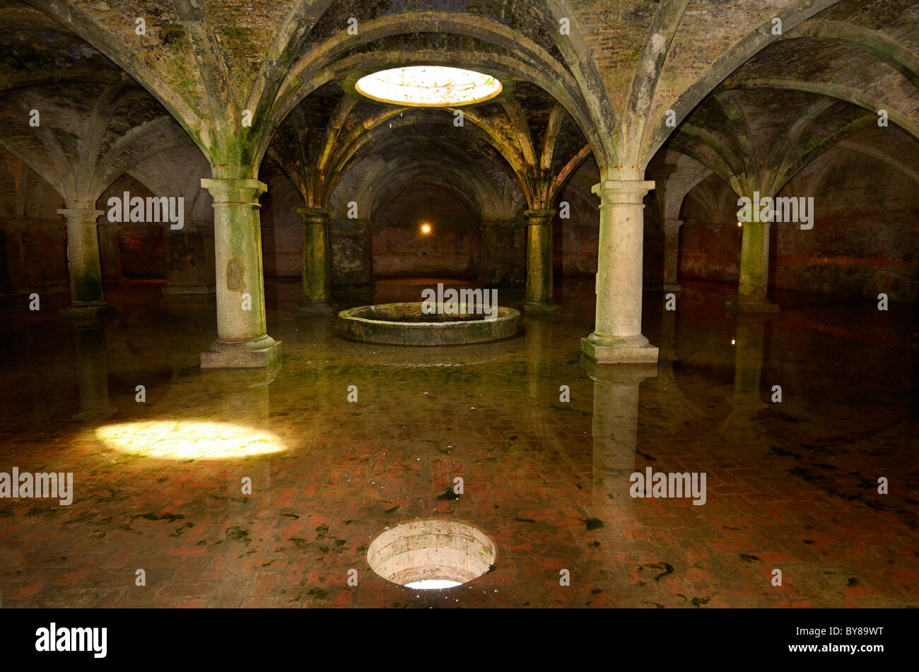 Vaulted armoury and skylight in underground Portuguese cistern with fresh water in the old city of El Jadida Morocco - Stock Image