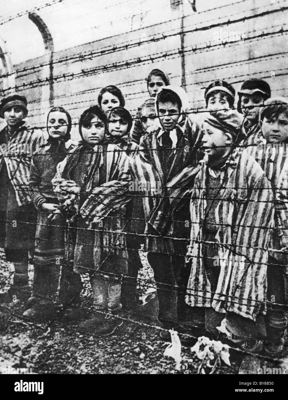 AUSCHWITZ CONCENTRATION CAMP children photographed by Russians who liberated the camp in January 1945 - Stock Image