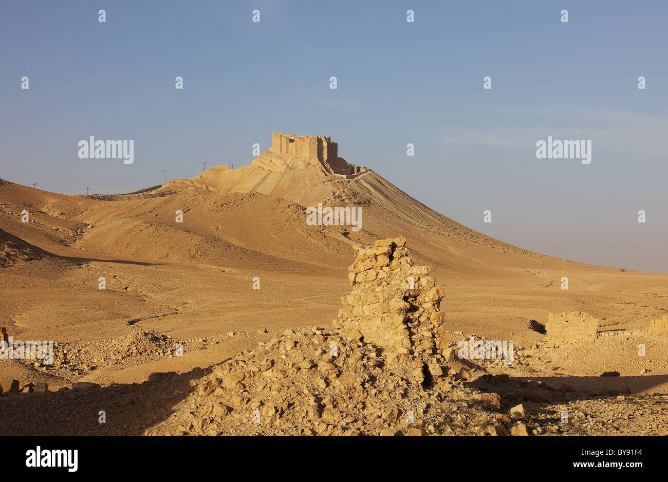 Arab fortress of Qal'at Ibn Ma'an, overlooking Palmyra, Syria. Taken in the evening sun; ruins of tower - Stock Image