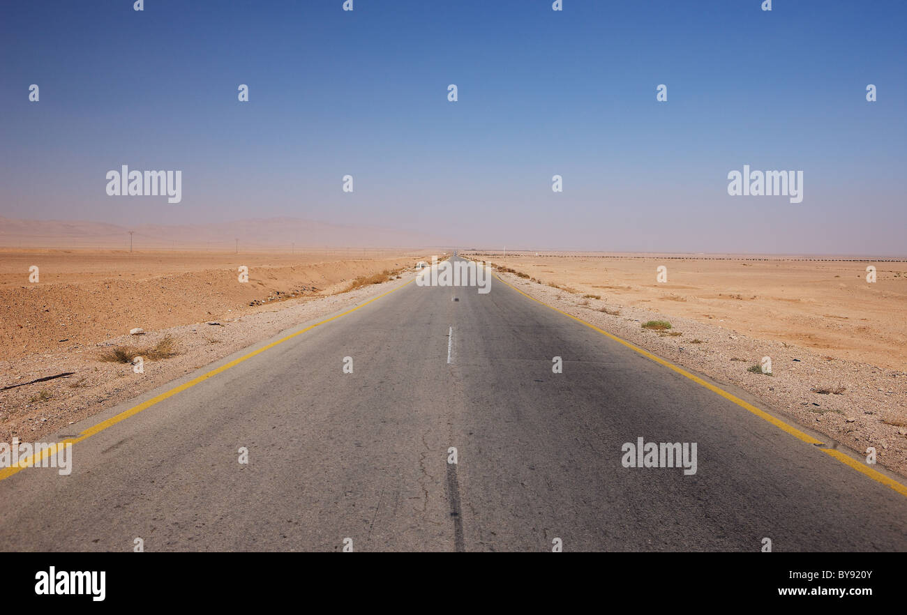The desert road between Damascus and Palmyra, Syria - Stock Image