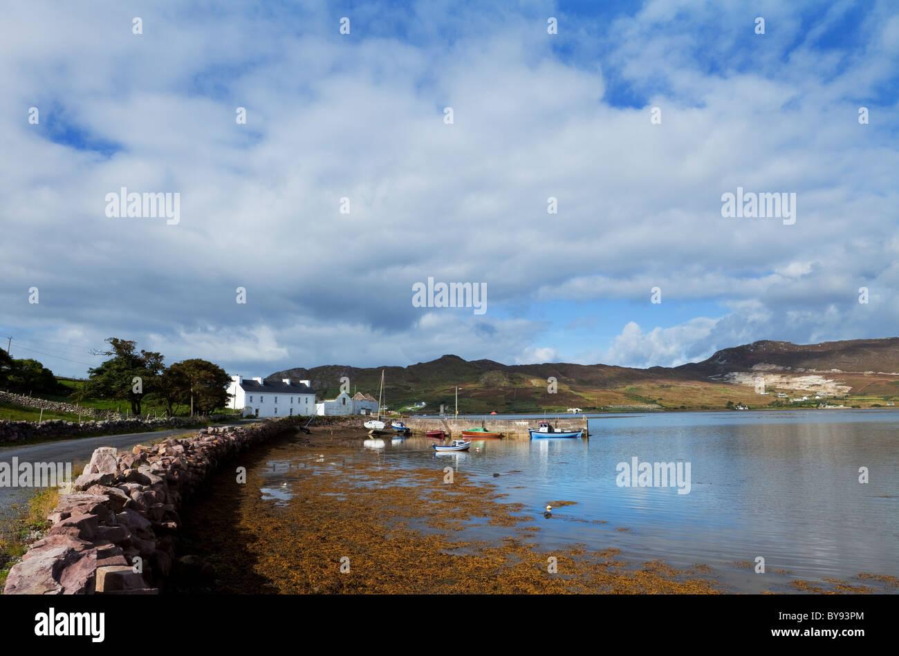 Small Fishing Harbour on Achill Sound, Corraun Peninsula, County Mayo, Ireland - Stock Image
