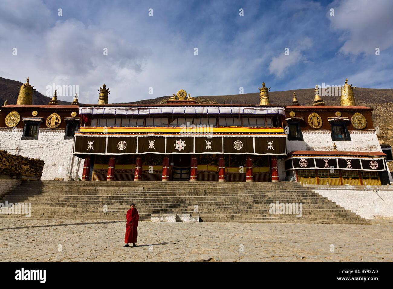 Monk outside Drepung Monastery, Lhasa, Tibet. JMH4540 - Stock Image