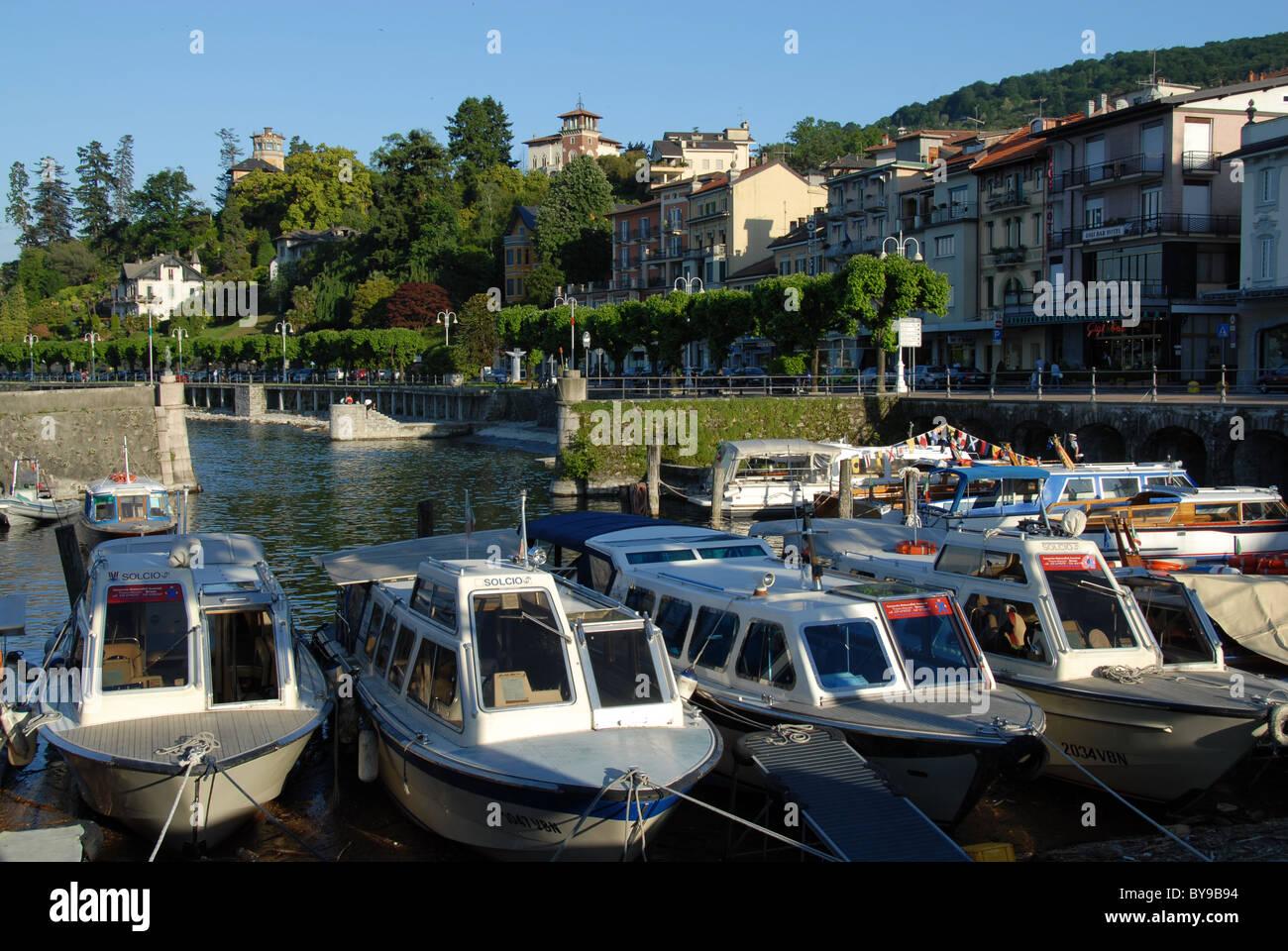 Bootshafen bei Stresa am Lago Maggiore, Piemont, Italien Stock Photo