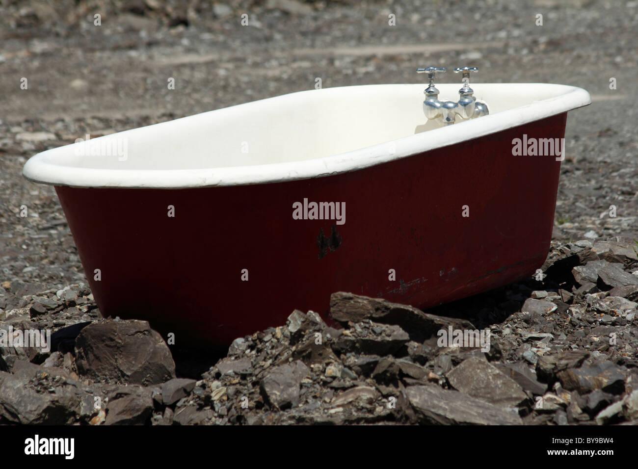 Old Bath Tub Stock Photos & Old Bath Tub Stock Images - Alamy