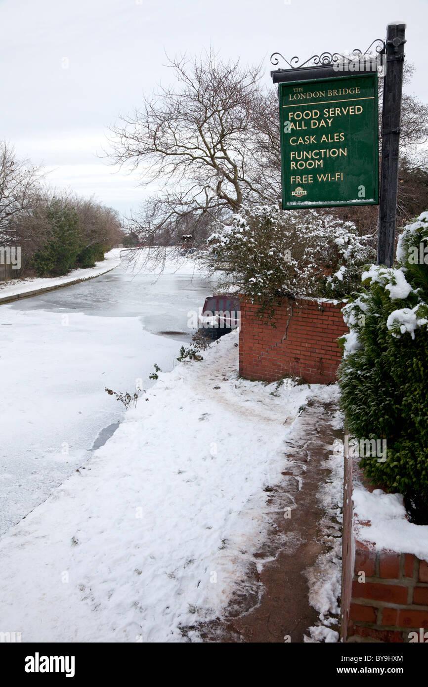 The frozen Bridgewater Canal at Stockton Heath - Stock Image