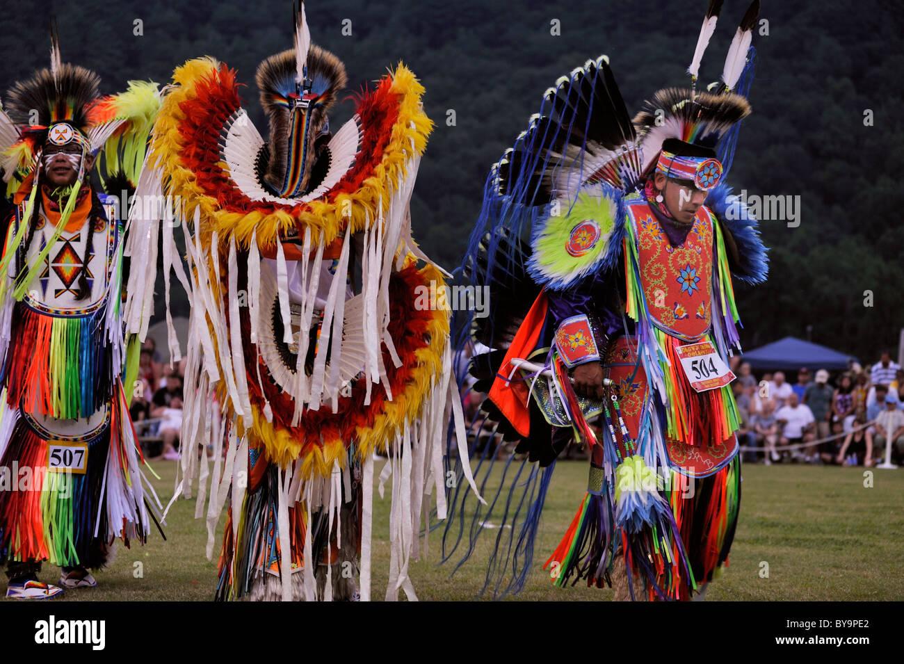 native-american-dancers-prepare-to-compe
