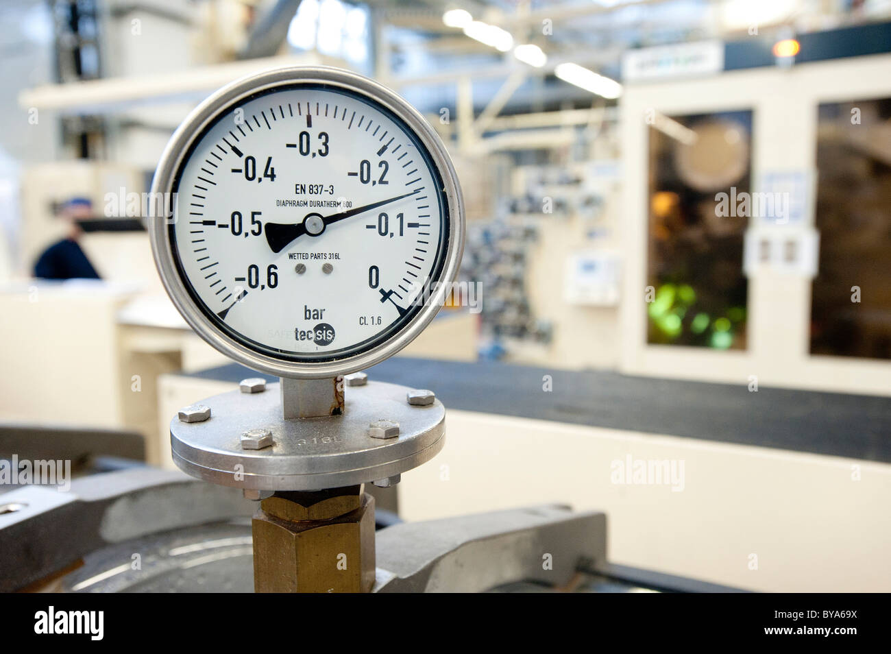 Manometer, pressure gauge for the manufacturing and printing of tubes - Stock Image