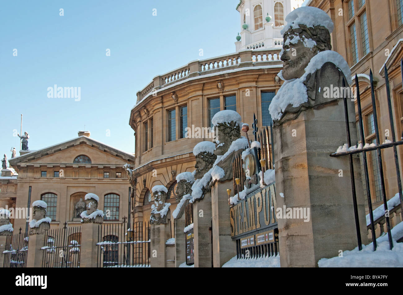 Snow Covered Statues, Museum of the History of Science, Sheldonian Theatre, Oxford, UK Stock Photo