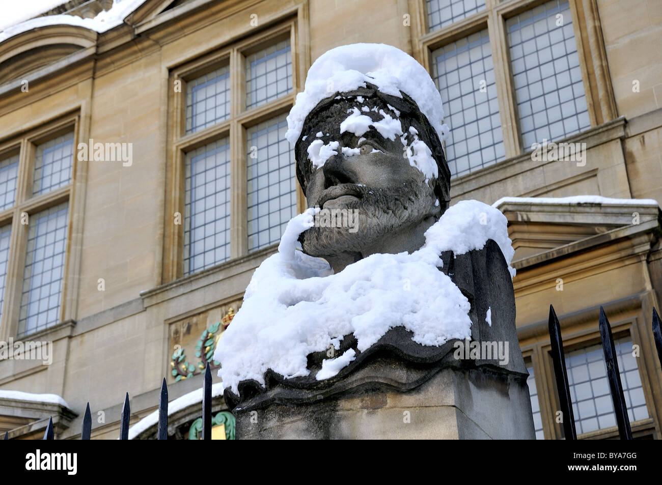 Snow covered statue outside Museum of the History of Science, Oxford, UK - Stock Image