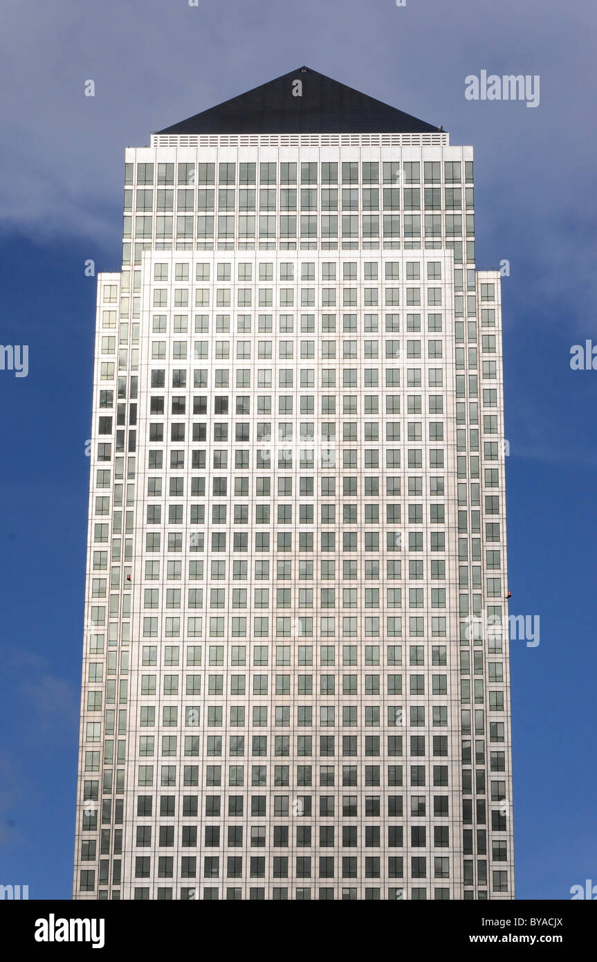 One Canada Square skyscraper in Canary Wharf, Canary Wharf Tower, containing 50 storeys, Docklands, London, England - Stock Image