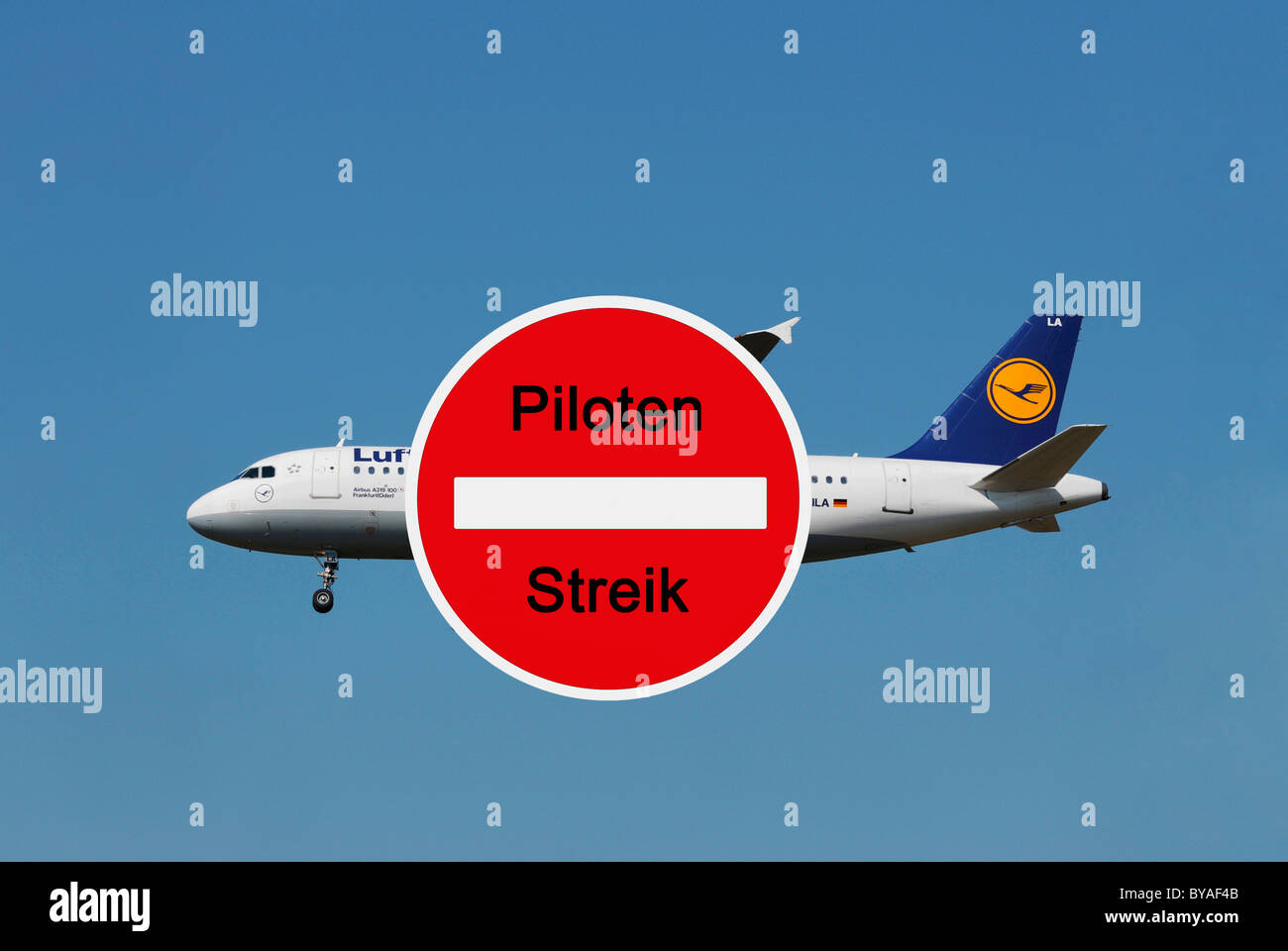 Sign with lettering 'Piloten Streik', German for 'Pilots on strike', Lufthansa plane - Stock Image
