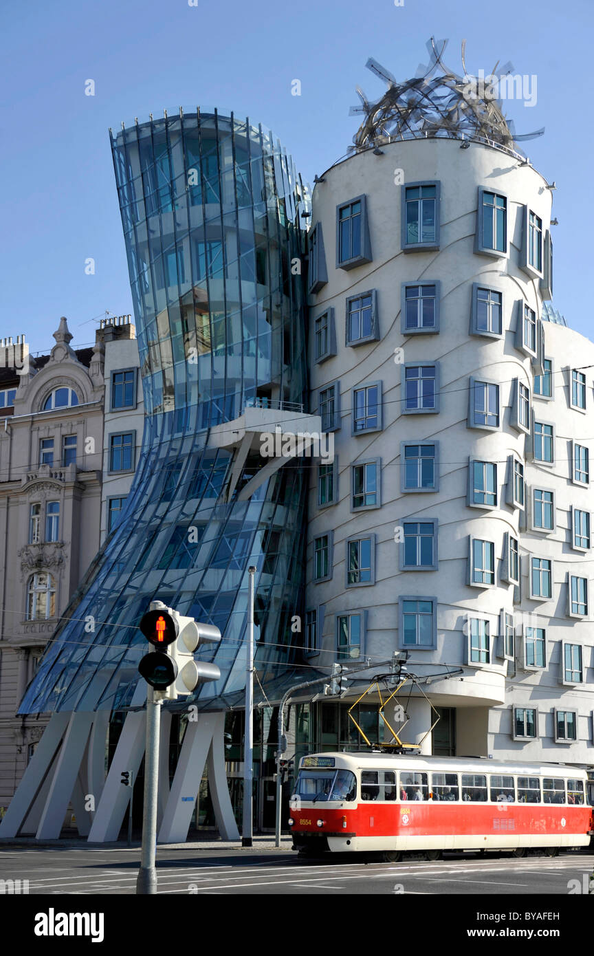 Dancing House or Ginger and Fred, by Frank Gehry, Prague, Bohemia, Czech Republic, Europe - Stock Image