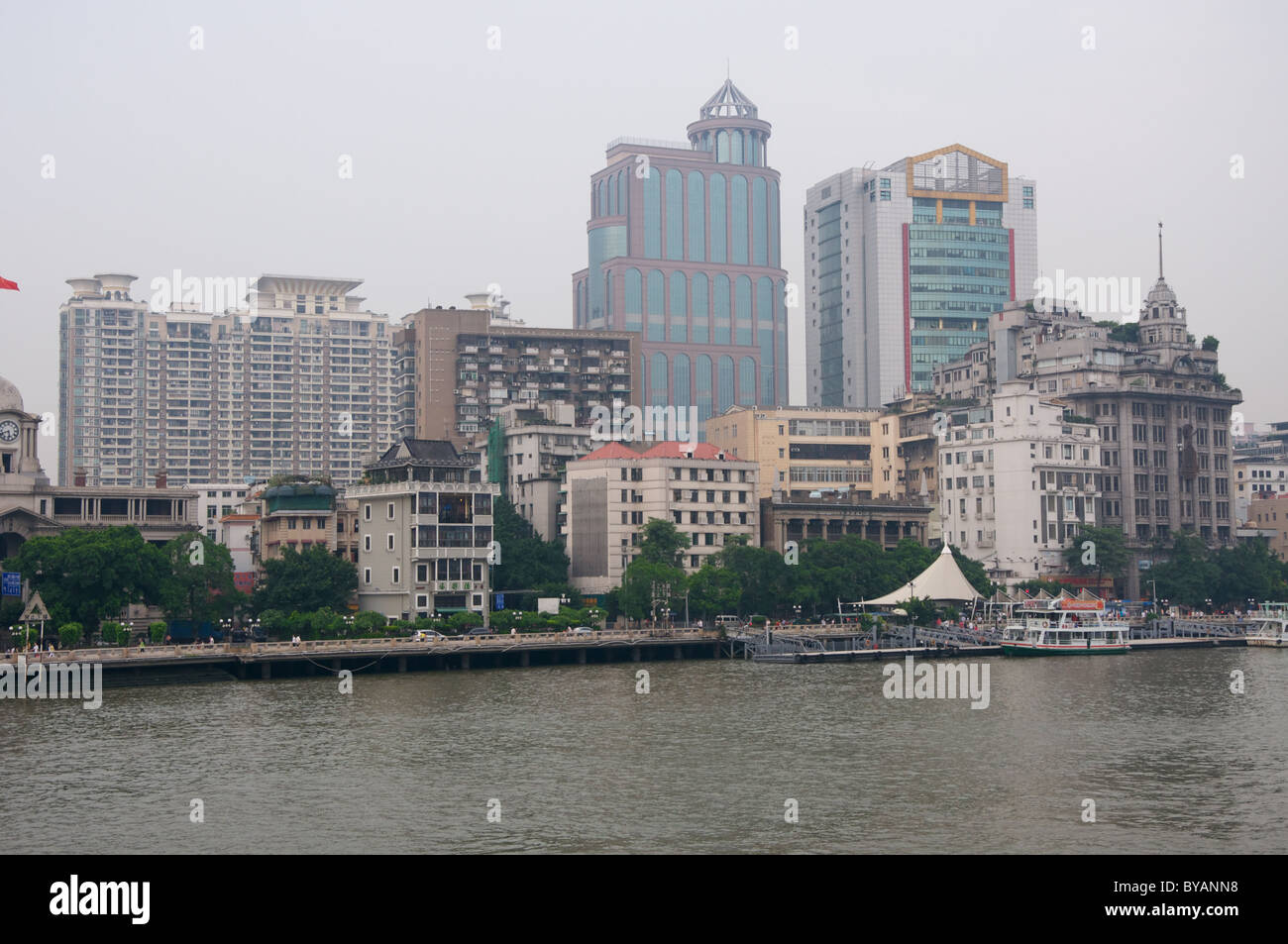 Guangzhou Pearl-River Promenade on a smoggy day in summer - Stock Image