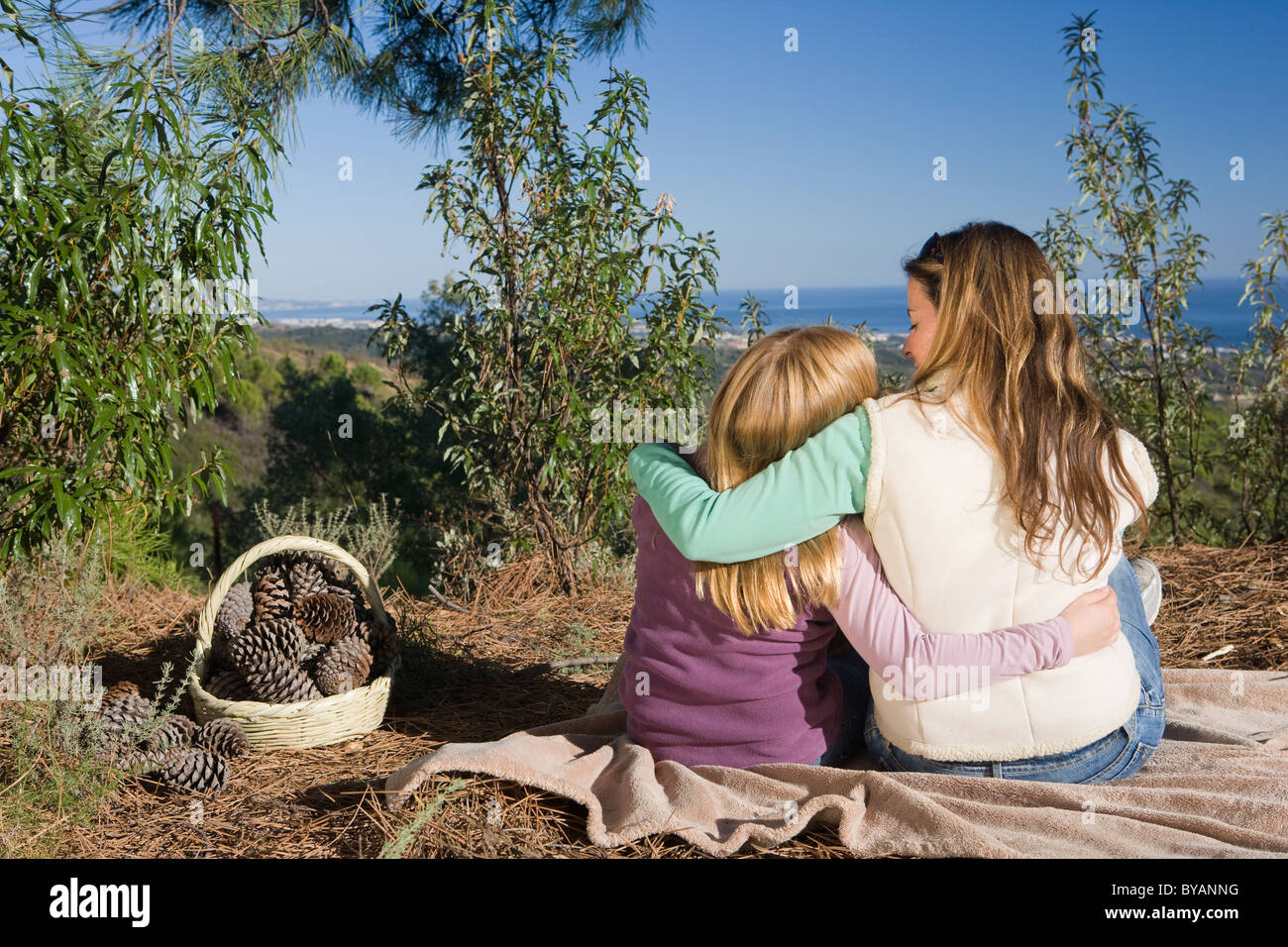 Mother and daughter hugging rural scene - Stock Image