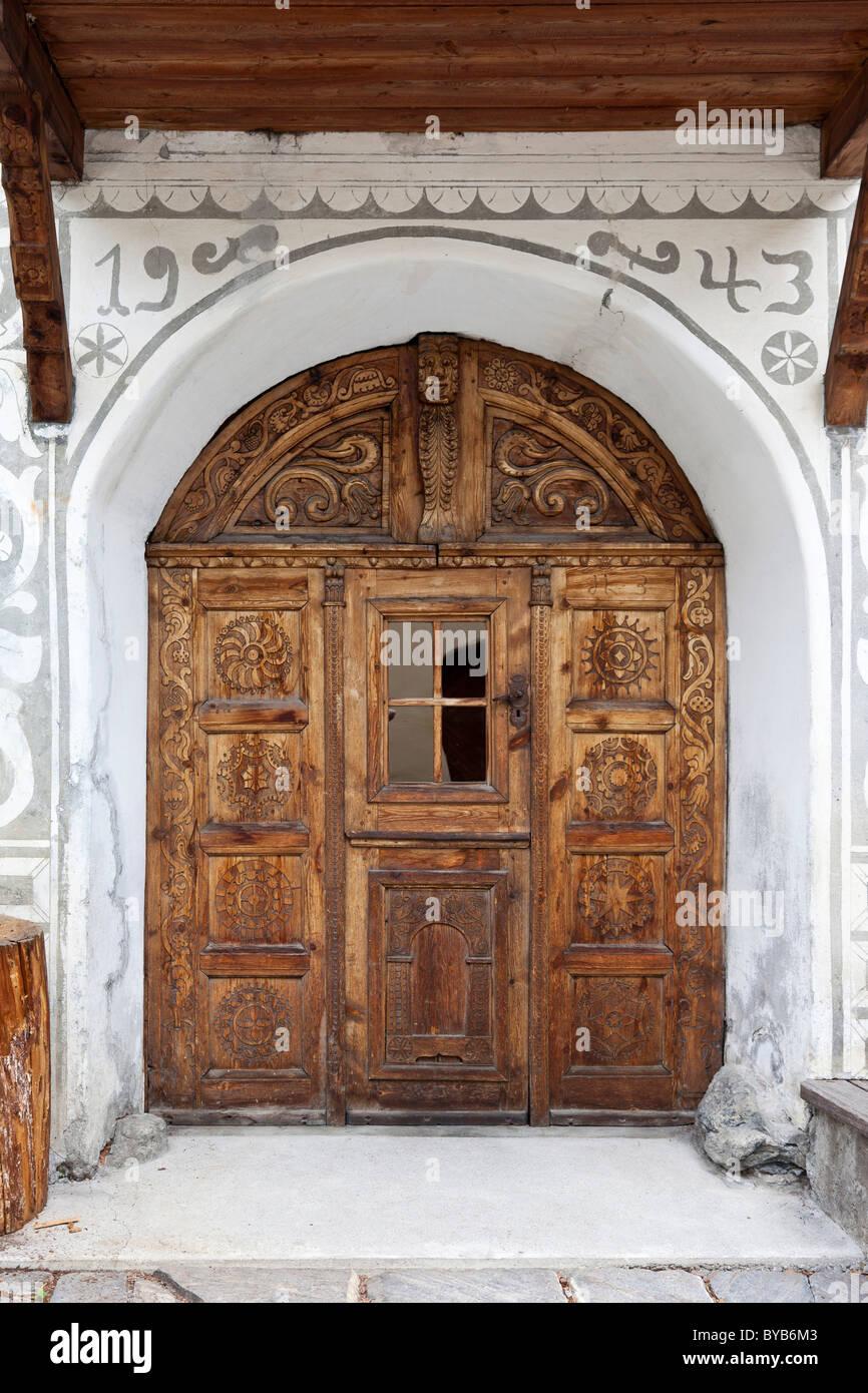 Historic doorway with woodcarving, Lower Engadine, Sent, Switzerland, Europe - Stock Image
