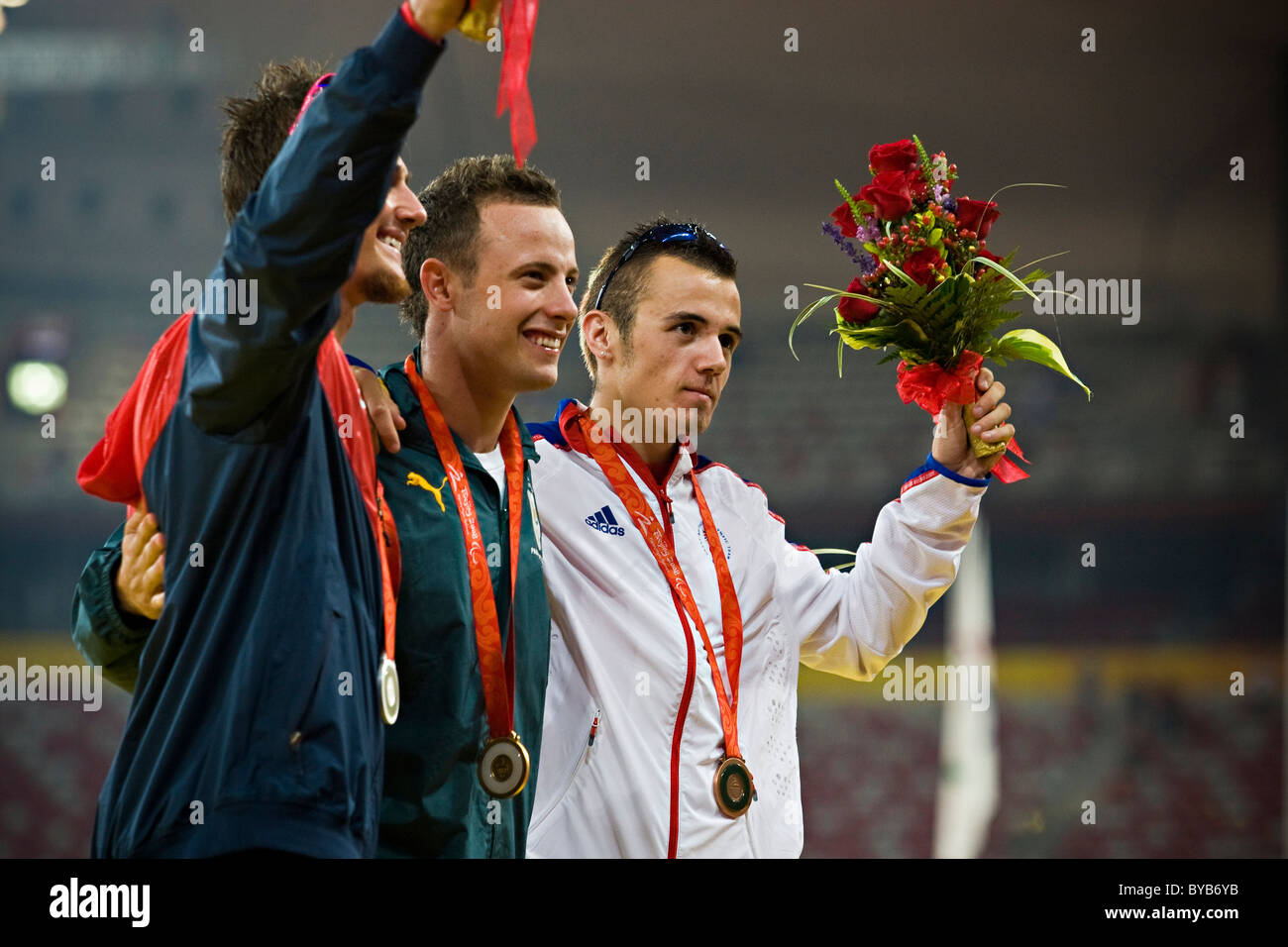 Jim-Bob Bizzell, Oscar Pistorius and Ian Jones pose for a group shot with their medals for the men's T44 400m - Stock Image