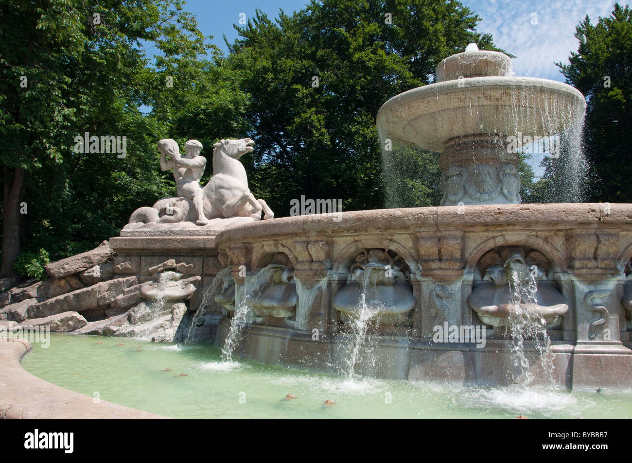 Brunnen City Stock Photos& Brunnen City Stock Images Alamy ~ 01154637_Gaststätte Brunnen Garten München