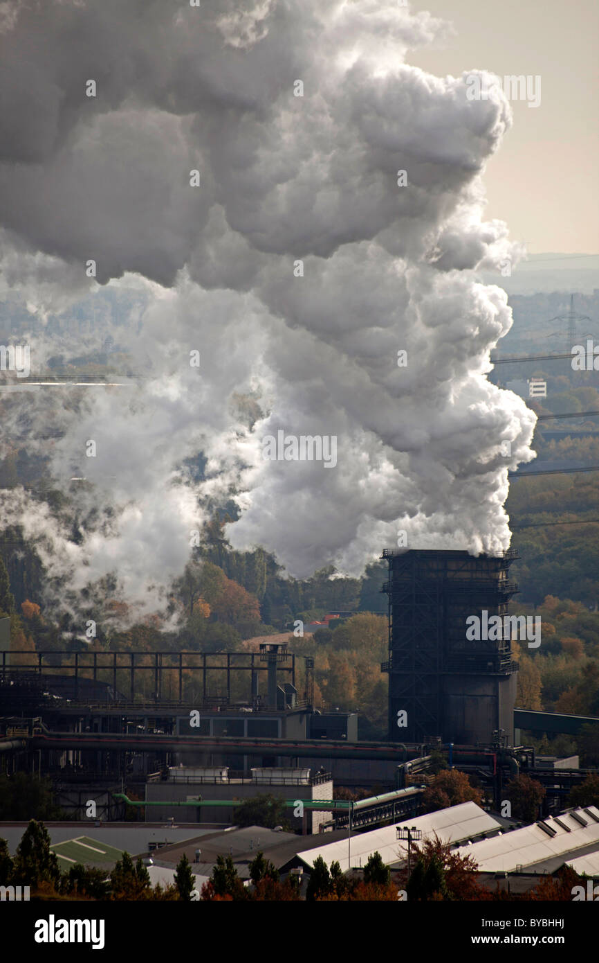 Cloud of smoke from a coal power plant in Bottrop, Ruhr Area, North Rhine-Westphalia, Germany, Europe - Stock Image