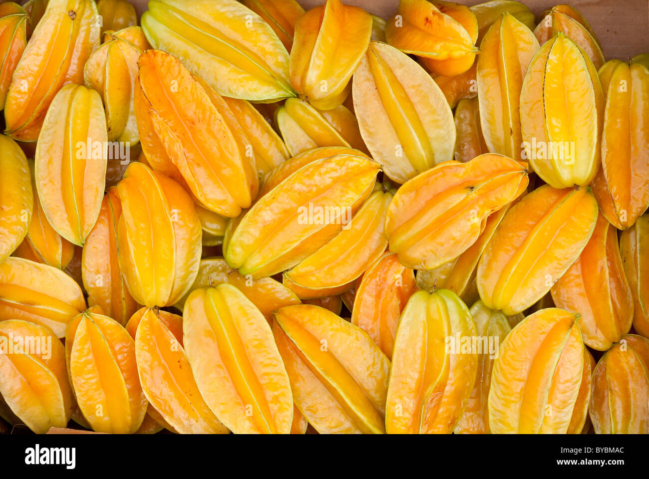 A Crate of Star Fruit. A box full of fine ripe star fruit awaits buyers at the regular Thursday Farmer's Market. - Stock Image