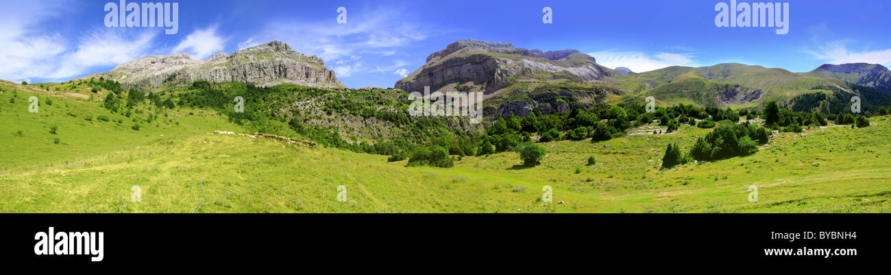 Bisaurin Pyrenees peak panoramic mountain landscape scenics Huesca Spain - Stock Image
