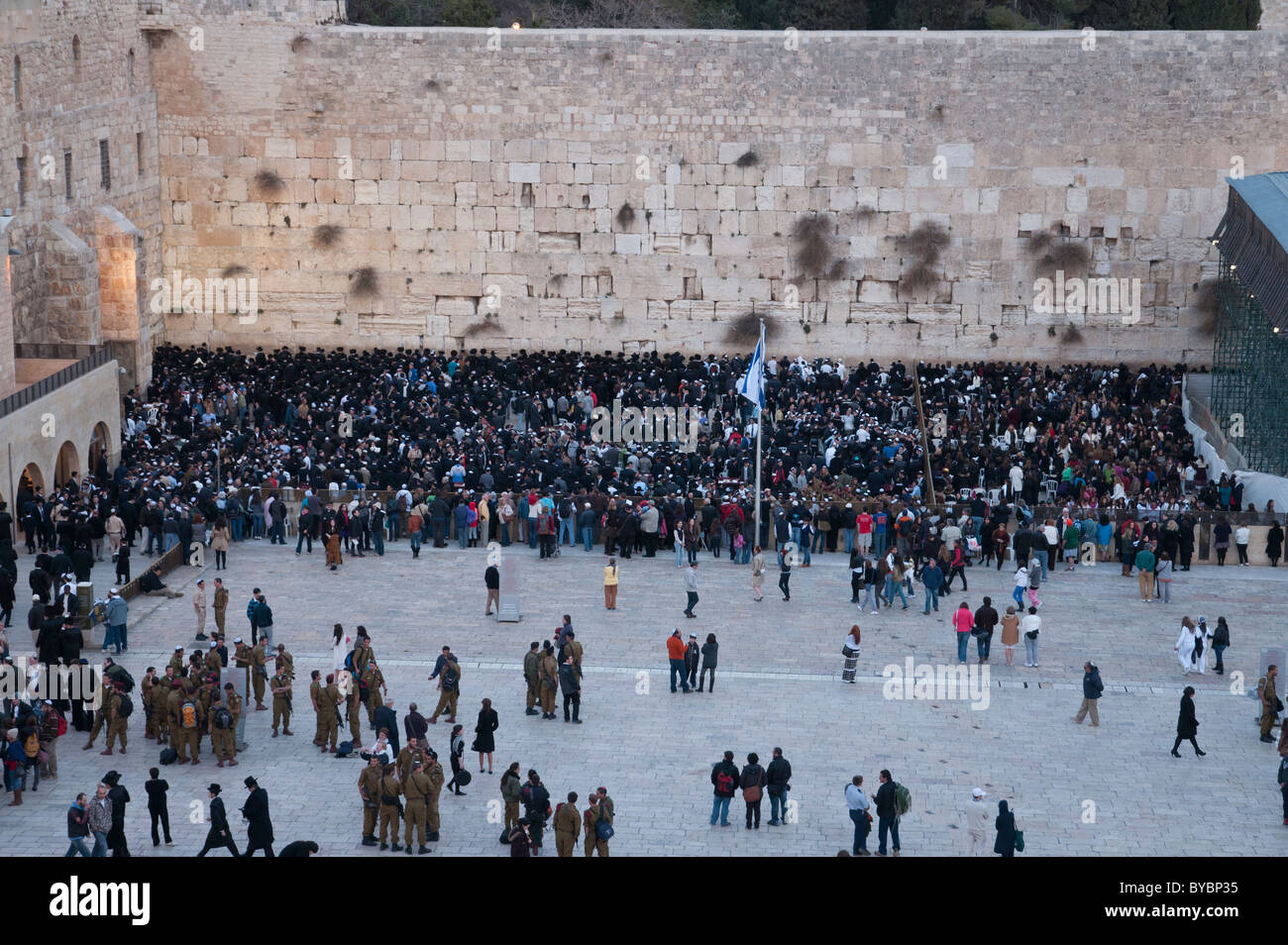 Western Wall. View from above with crowd praying. Jerusalem Old City - Stock Image