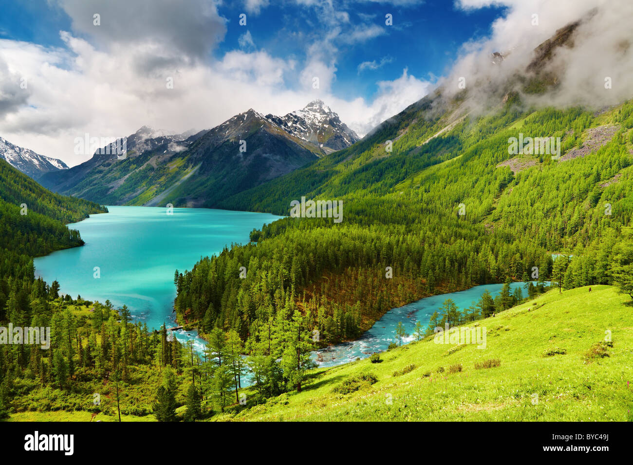 Beautiful turquoise lake Kucherlinskoe in Altai mountains - Stock Image