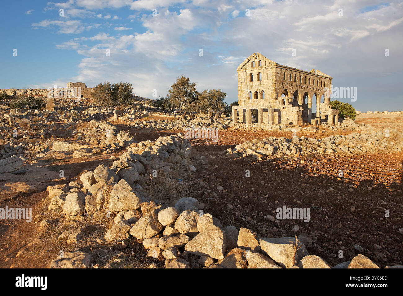 Deserted ruins of Kharrab Shams 'Forgotten City', north of Aleppo, Syria in evening sun - Stock Image