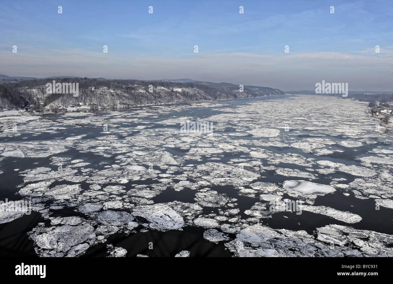 Winter ice on the Hudson river near Poughkeepsie Stock Photo