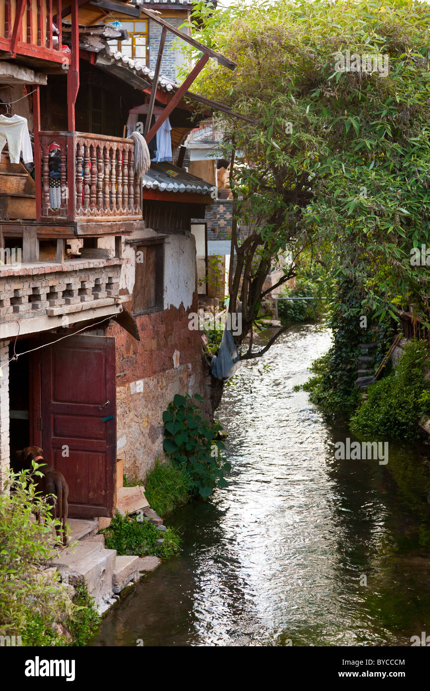 A quiet backwater of the ancient town of Lijiang, Yunnan Province, China. JMH4754 - Stock Image