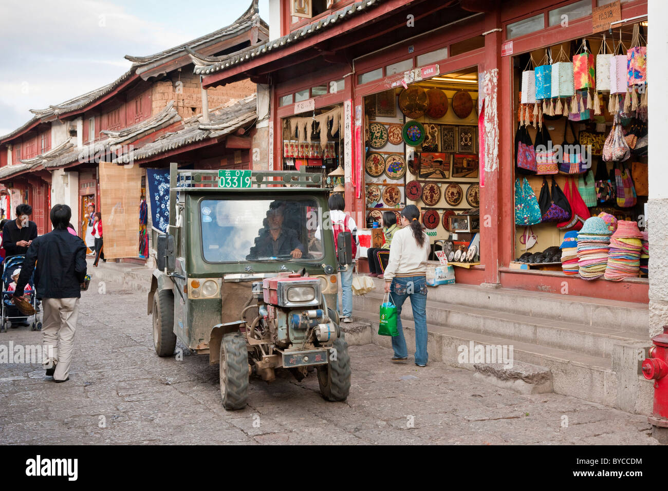 A tuk-tuk, trishaw or auto rickshaw in a narrow paved lane in Lijiang old town, Yunnan Province, China. JMH4757 - Stock Image