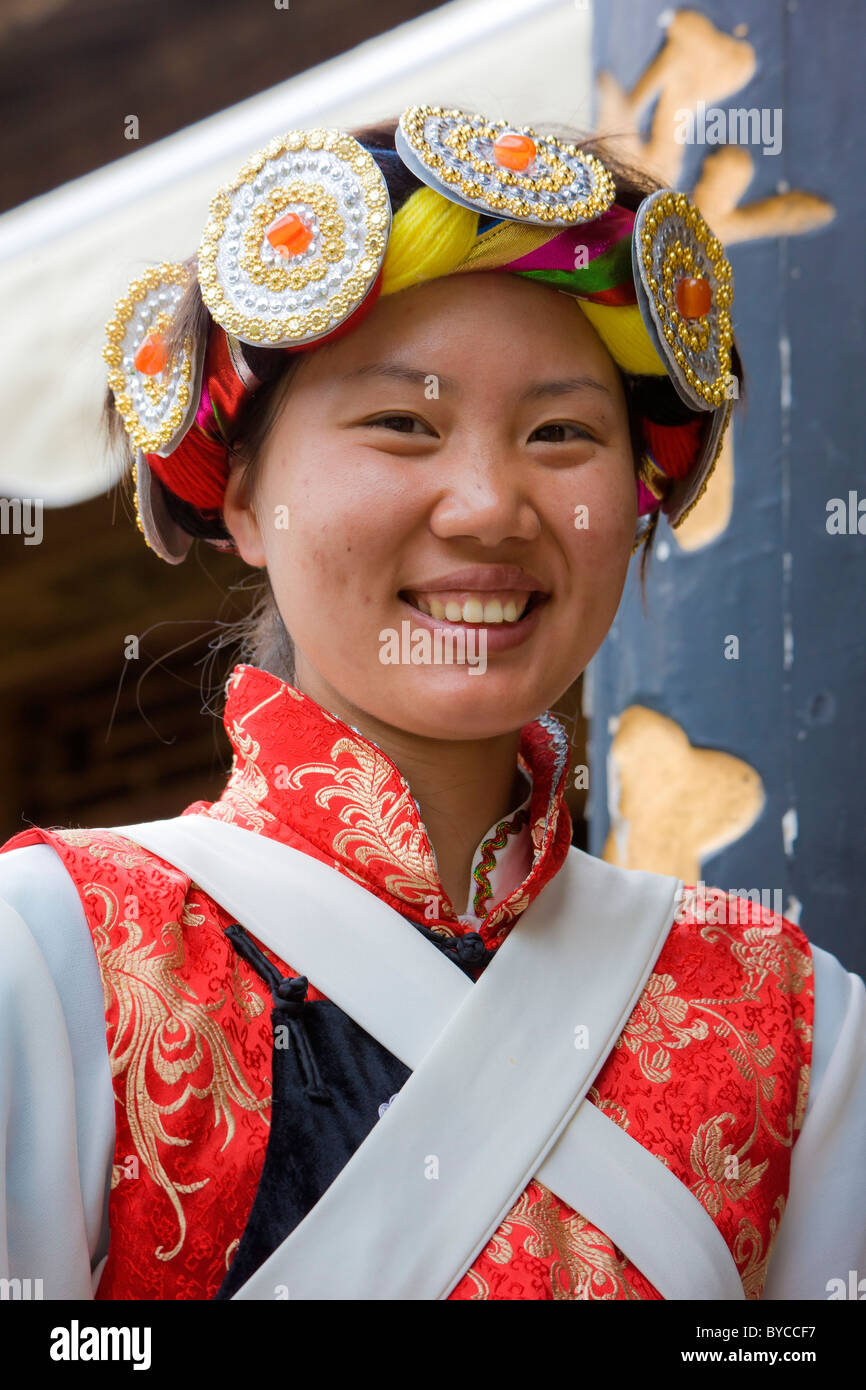 Beautiful young Naxi woman in traditional costume in Lijiang old town, Yunnan Province, China. JMH4765 - Stock Image