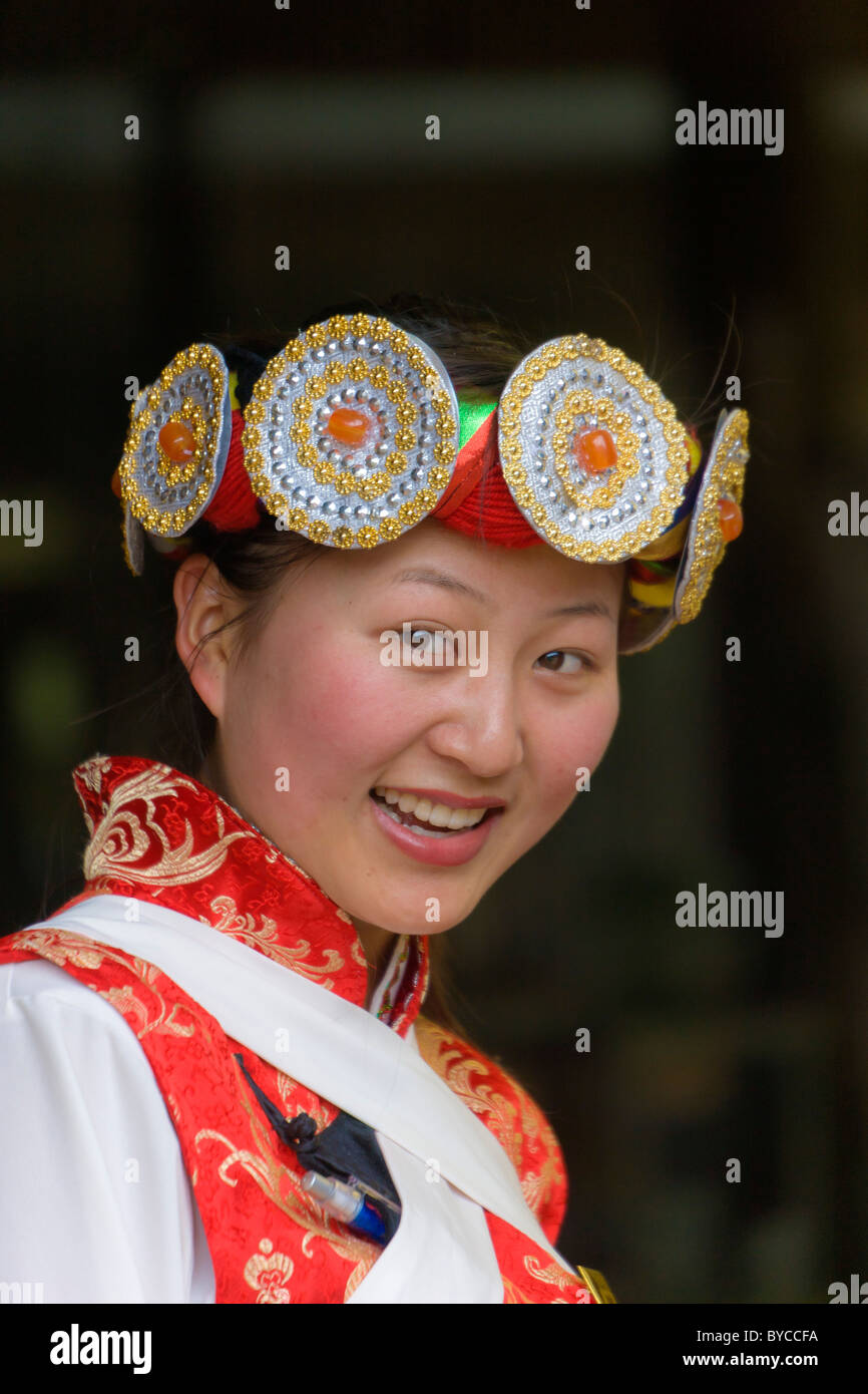 Beautiful young Naxi woman in traditional costume in Lijiang old town, Yunnan Province, China. JMH4766 - Stock Image