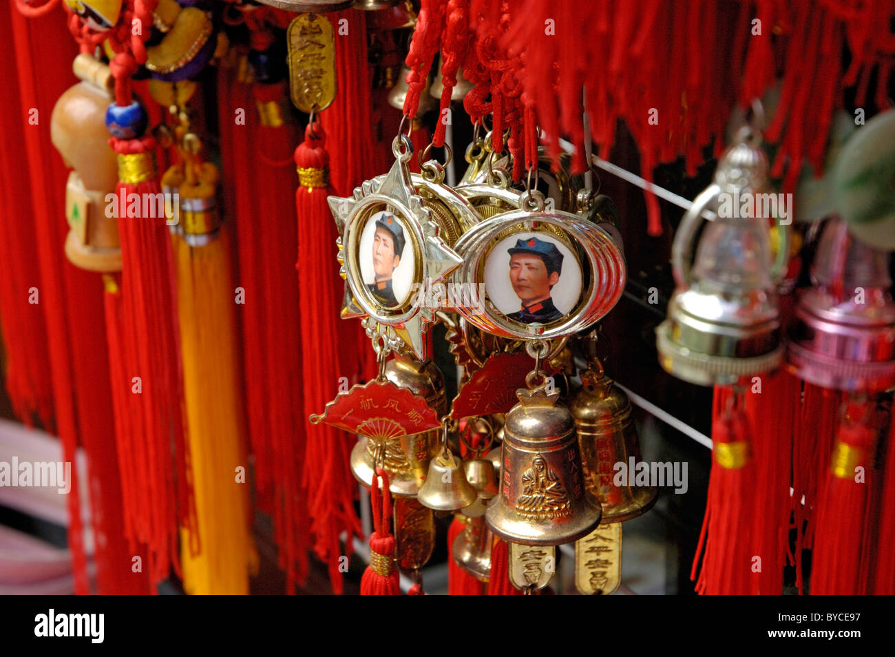 Souvenirs Chia - Mao Zedong / Mao Tse-tung medals hanging in a souvenir stall outside Behai Park, Beijing, China. - Stock Image