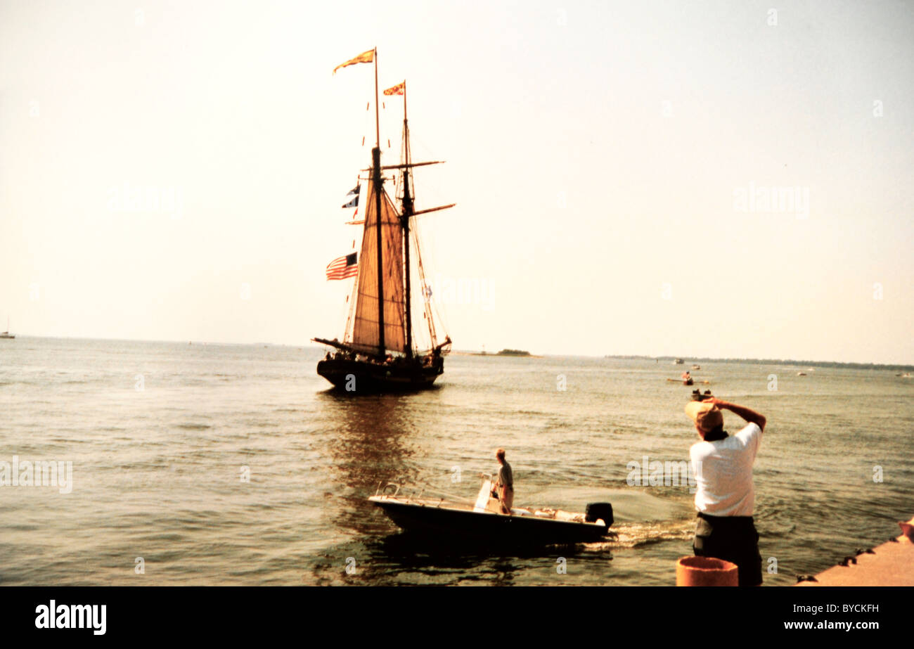 'Baltimore' clipper ship 19th century reproduction under sail in Charleston, SC harbor - Stock Image