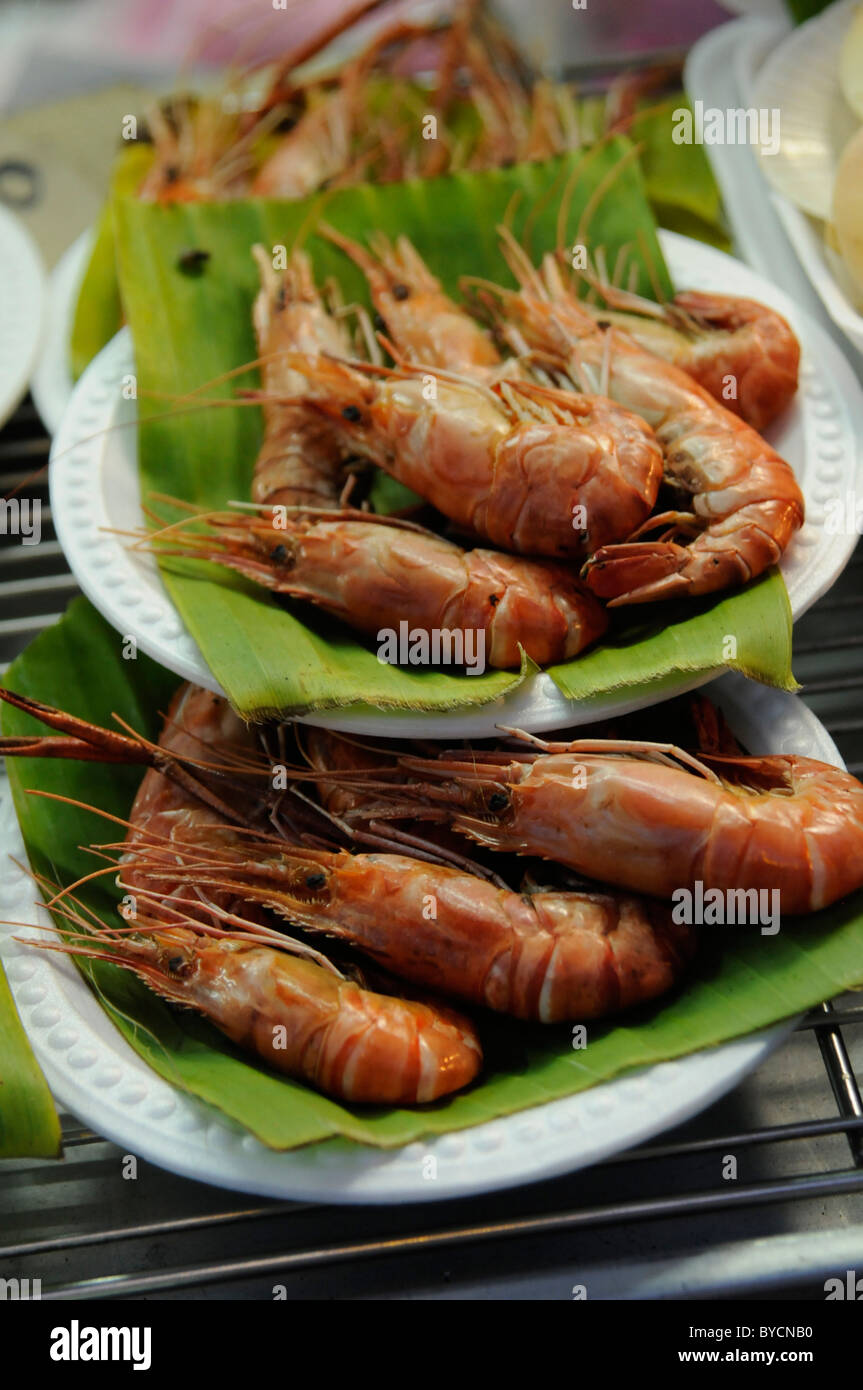 Steamed prawns on the plate for sell , chatuchak weekend market , bangkok , thailand - Stock Image