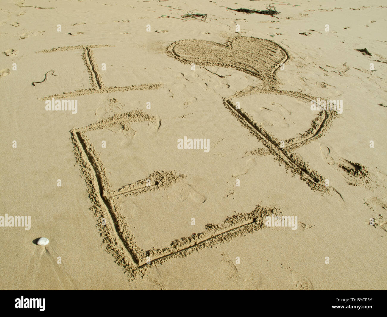 I love, heart, EP written in the sand on beach - Stock Image