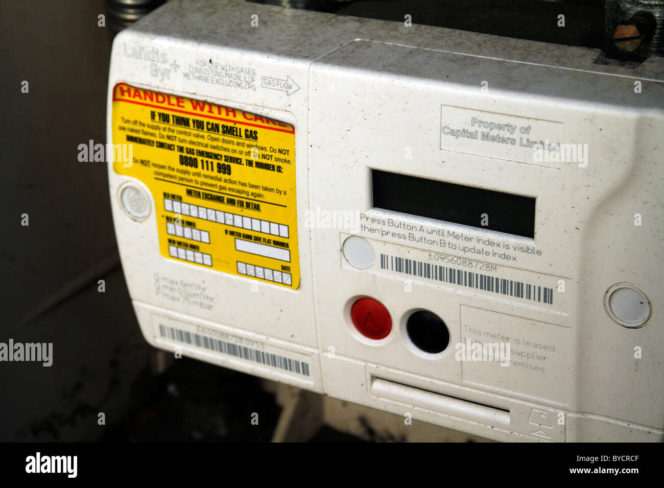 UK. EXTERIOR GAS METER IN A LONDON HOUSE - Stock Image
