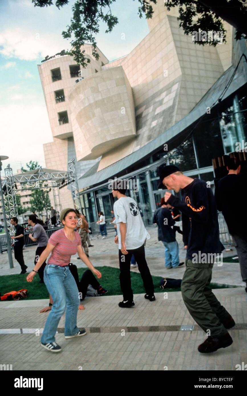 PARIS, France - Young Teenage Couple Dancing at Public Events, 'Fete de la Musique', Techno Music at Cinematheque - Stock Image
