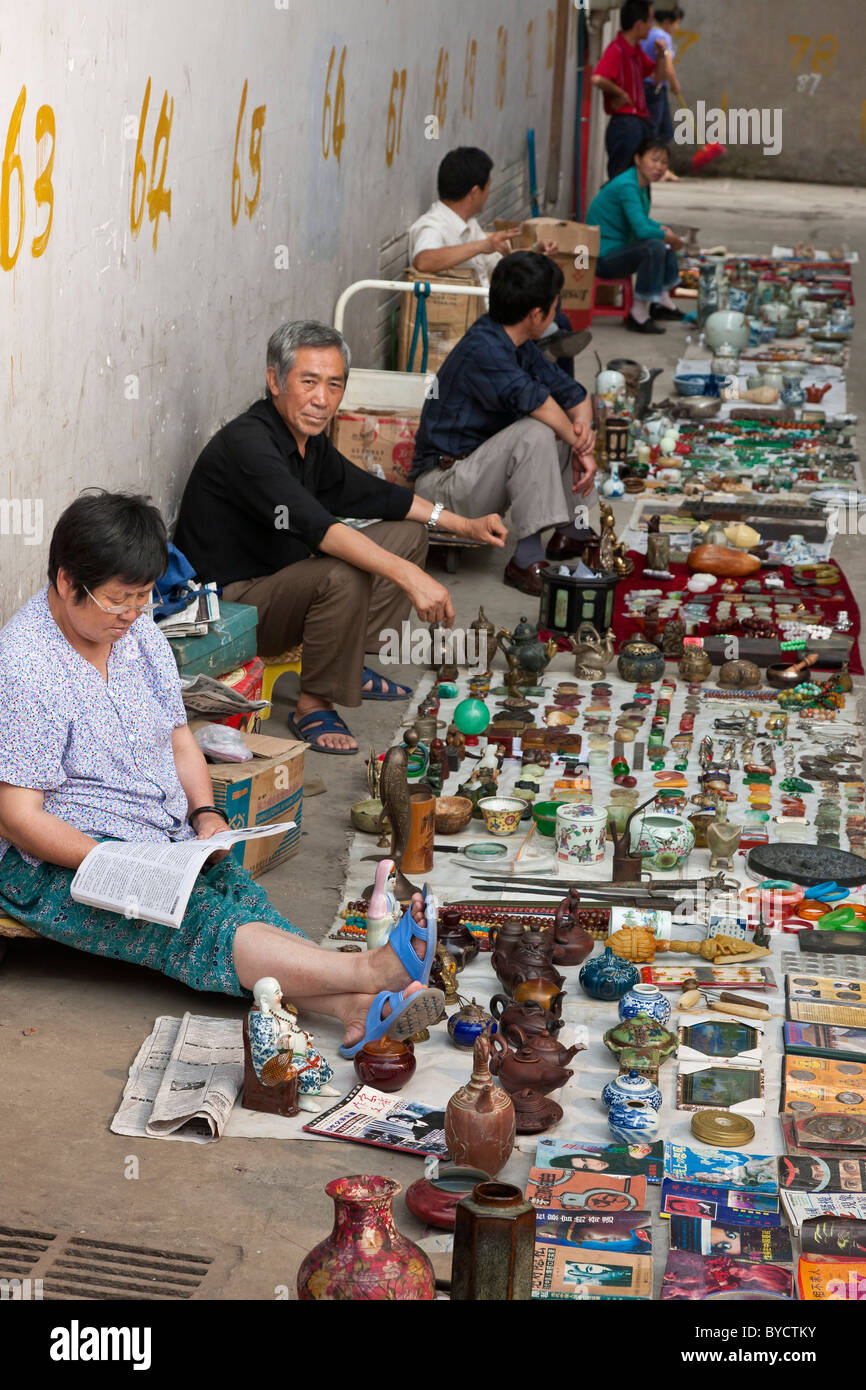 Street souvenir sellers in an alley in Chengdu, Sichuan Province, China. JMH4781 - Stock Image