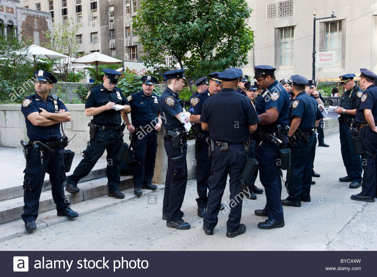 New York police waiting around, New York City, USA - Stock Image