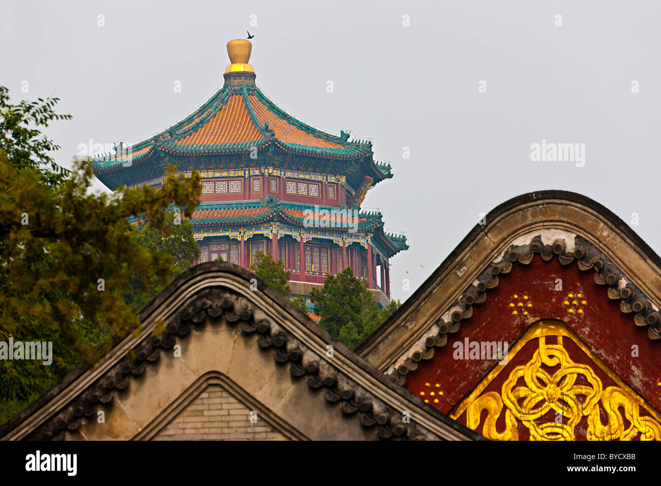 Roof of the New Summer Palace, Yiheyuan, Beijing, China. JMH4811 - Stock Image