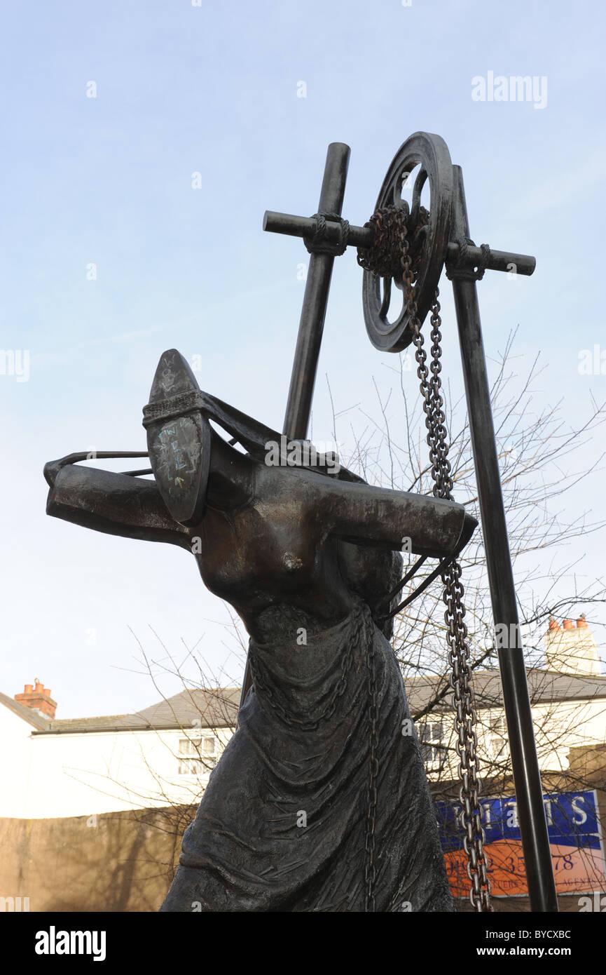 Bilston in the West Midlands England Uk Rose Garrard's Womens Work statue - Stock Image